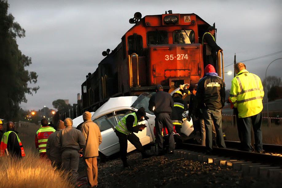 14 July 2009 – Lady dies at Level Crossing in Bloemfontein [ Photo from Volksblad]