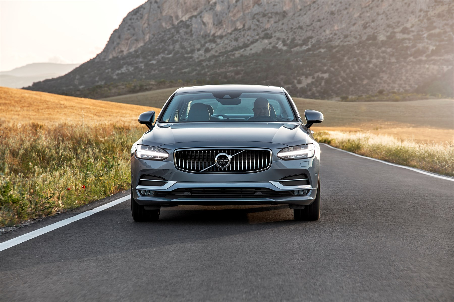 191750-new-volvo-s90-location-driving_1800x1800