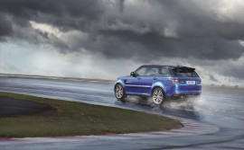 festival-goers-will-enjoy-the-v8-roar-of-range-rover-sport-svr_1800x1800